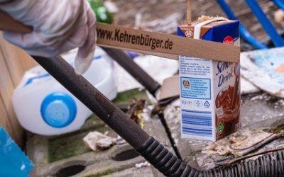 Im Wedding wird aufgeräumt Nachbarn der Böttgerstrasse sammeln Müll auf